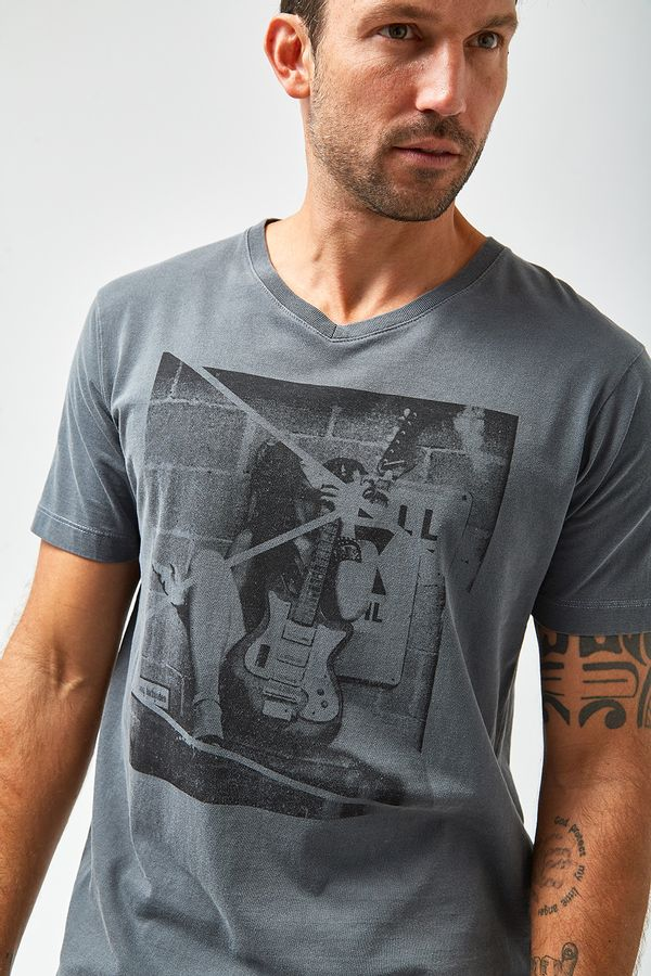 Camiseta-Guitar---Chumbo