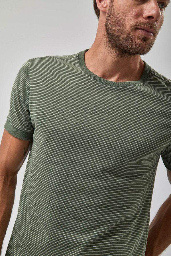 Camiseta-Manga-Curta-Listrada---Verde